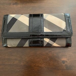 Burberry Wallet - black and white pattern